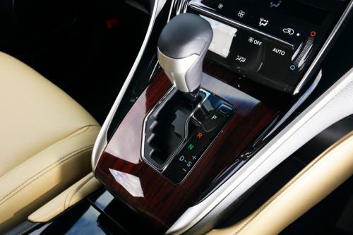 harrier interior2 500x333 ハリアー新型が発売開始。トヨタのハイブリッドSUV。画像で確認。
