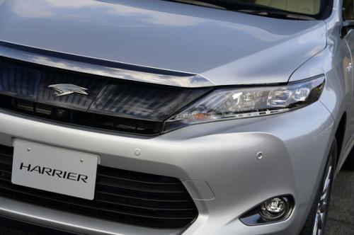 harrier8 500x332 ハリアー新型が発売開始。トヨタのハイブリッドSUV。画像で確認。